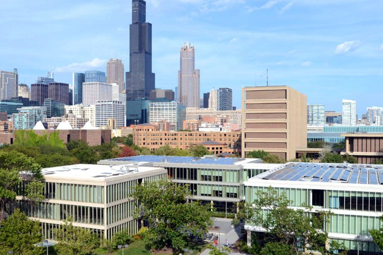 Illinois está entre los primeros diez/Illinois Lands Multiple Top Ten Rankings