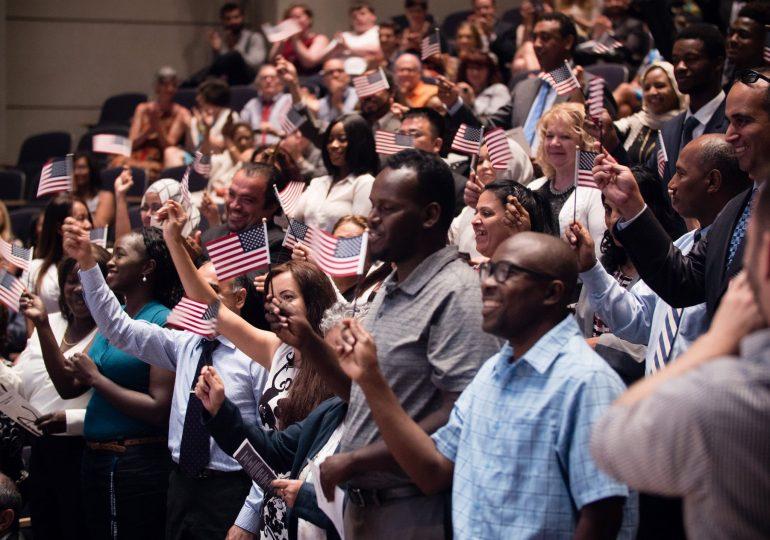 Solicitudes para el programa de Subvención de Ciudadanía y Asimilación/Application Period Open for Citizenship and Assimilation Grant Programs