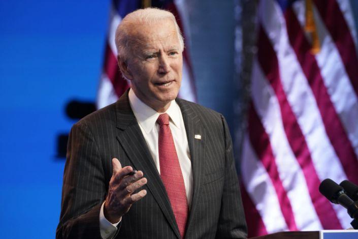 Biden promete ayudar a gobernadores contra el COVID-19
