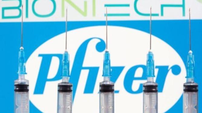 BioNTech dice que la vacuna podría aprobarse a mediados de diciembre en condiciones ideales
