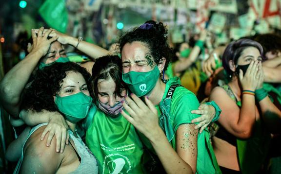 Argentina aprueba la legalización del aborto tras una votación histórica en el Senado