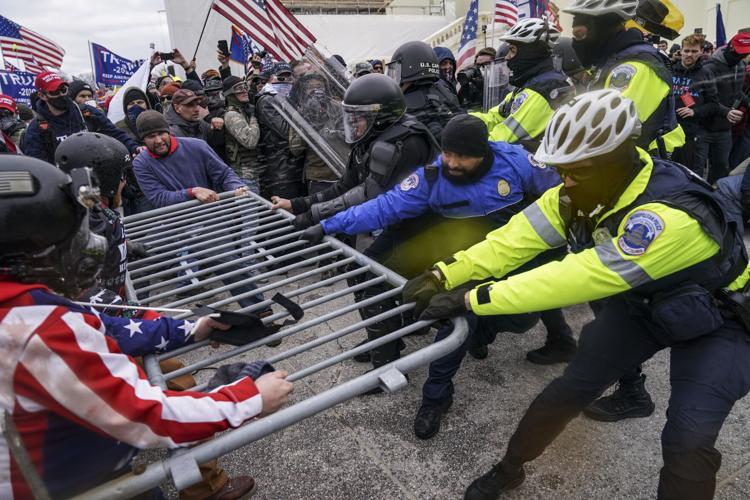 Funcionarios electos de Illinois condenan la violencia en el Capitolio/Illinois elected officials condemn violence at U.S. Capitol