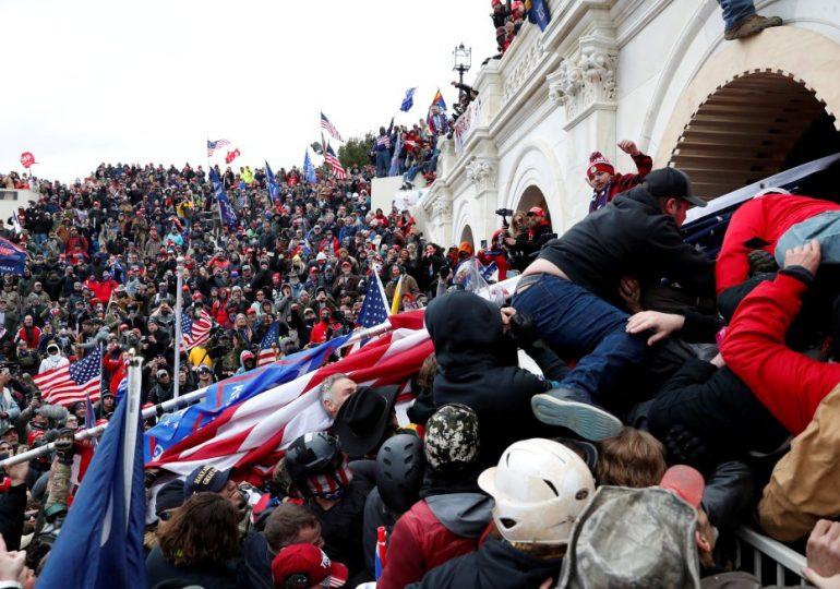 Tres cuartos de los Estadounidenses están preocupados por los nacionalistas extremistas violentos/THREE-QUARTERS OF AMERICANS ARE CONCERNED ABOUT VIOLENT DOMESTIC EXTREMISM