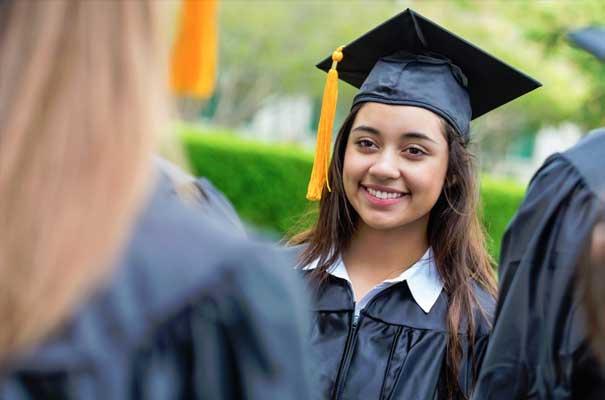 Ronda de solicitudes de la beca de TheDream.US está abierta para ayudar a estudiantes inmigrantes en su acceso y éxito universitario
