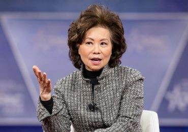 Elaine Chao, miembro del gabinete de Trump, habría violado la ley de ética, dice el inspector general