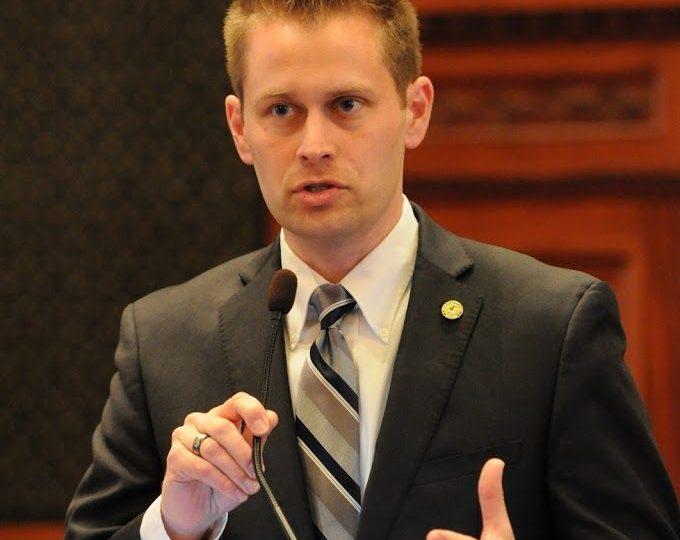 Legislador exige que las oficinas de desempleo de Illinois vuelvan a abrir/Lawmaker demands Illinois' unemployment offices reopen immediately
