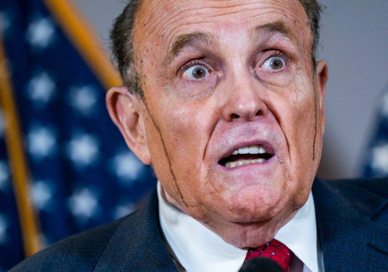 El FBI allanó el apartamento de Rudy Giuliani