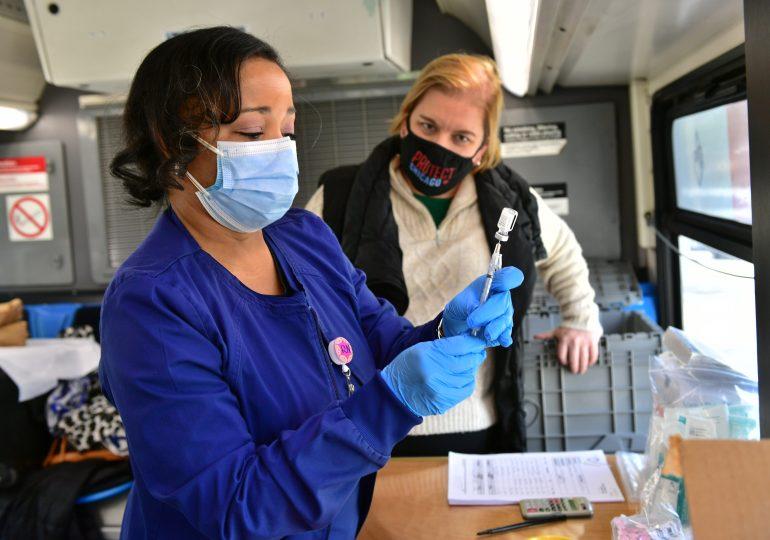CAPS Office and Volunteers Go Door-to-Door in Austin to Promote COVID-19 Vaccination