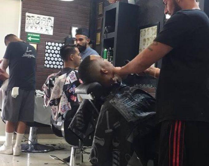 La ciudad se enfoca en adolescentes y jóvenes con eventos especiales de vacunación contra COVID-19 en barberías/City Targets Teens and Young Adults with Special COVID-19 Vaccination Events at Barbershops