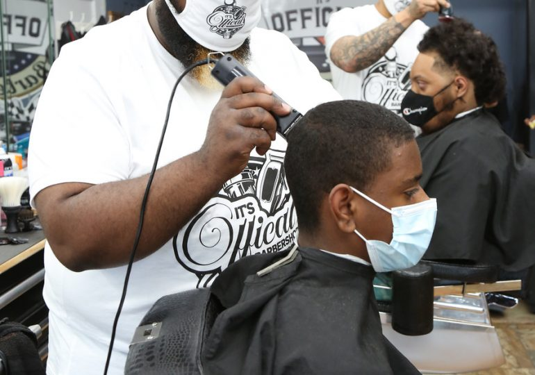 City of Chicago Kicks off first Vax and Relax COVID-19 Vaccination Event at Local Barbershop