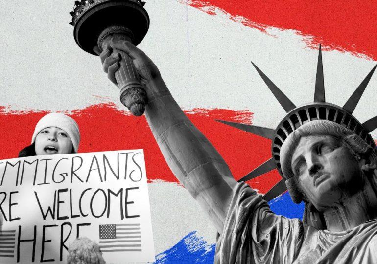 Una demanda colectiva está presionando al gobierno para que procese más rápido las solicitudes de libertad de la información de documentos de inmigración