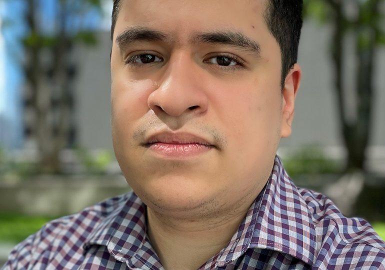 Institución bancaria ayuda Jesús Urquiza a realizar su sueño
